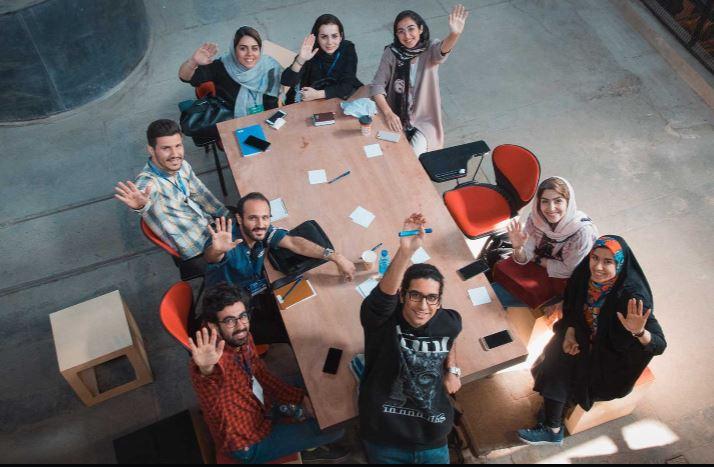رضا غیابی به زنان استارتاپ ویکند در تهران کمک کرد